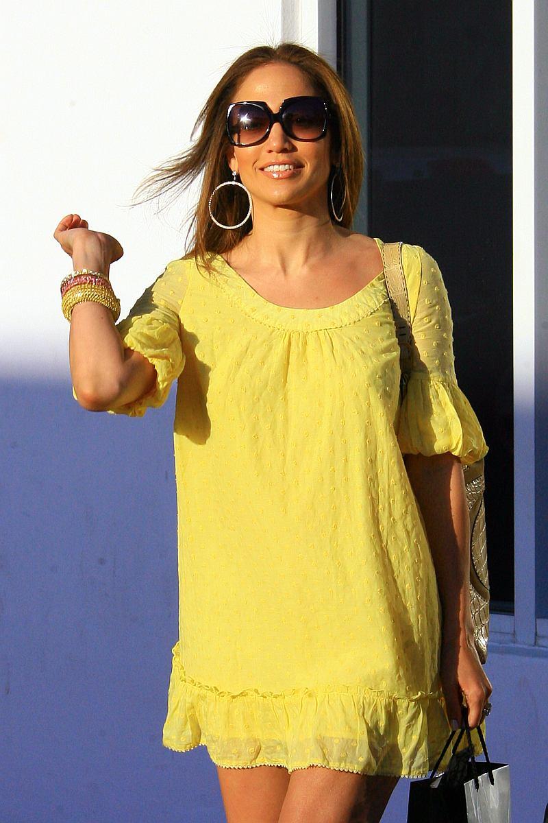 Jennifer López saliendo de una peluqueria en Miami