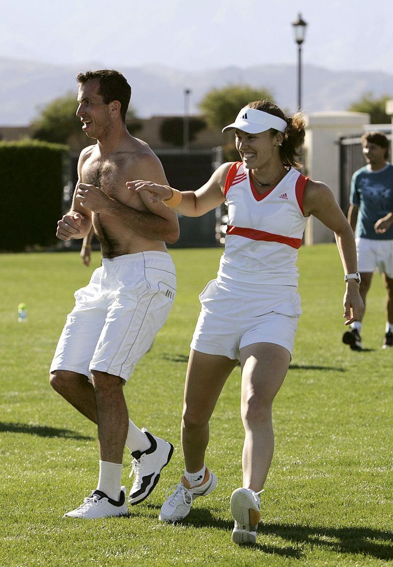 Martina Hingis junto a su comprometido el tenista Radek Štěpáne