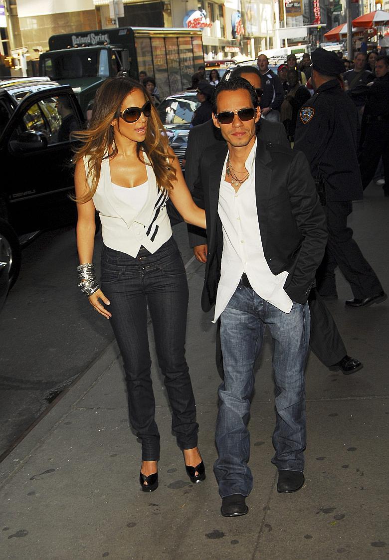 Jennifer Lopez llegando a los estudios de TRL en Times Square
