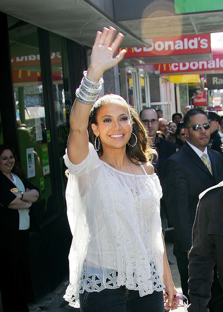 Jennifer Lopez presenta 'Coma Ama una Mujer'