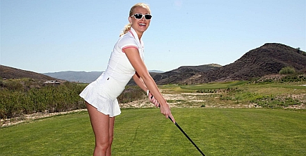Playboy girls juegan golf
